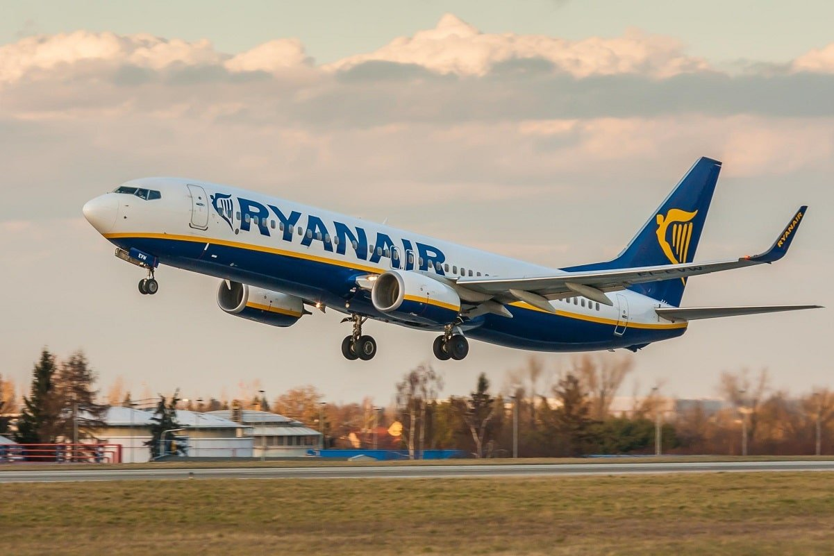 Pin by VV on Flight attendant (With images)   Ryanair